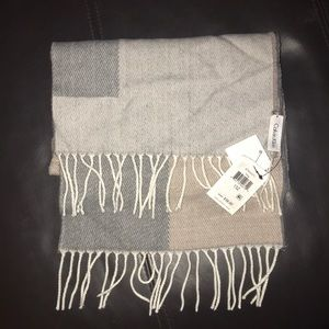 Calvin Klein neutral print fringe scarf ❄️